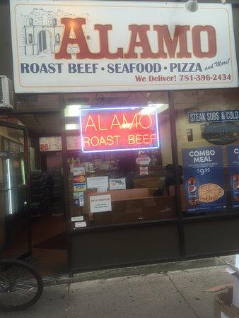 Medford, ماساتشوستس: Right on Salem St in Medford Sq