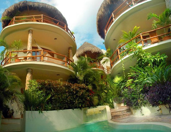 Villas Sacbe Condo Hotel and Beach Club: Villas Sacbe's Lush Grounds