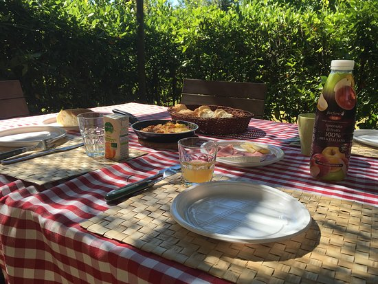 Rigone in Chianti: Breakfast at our lovely patio
