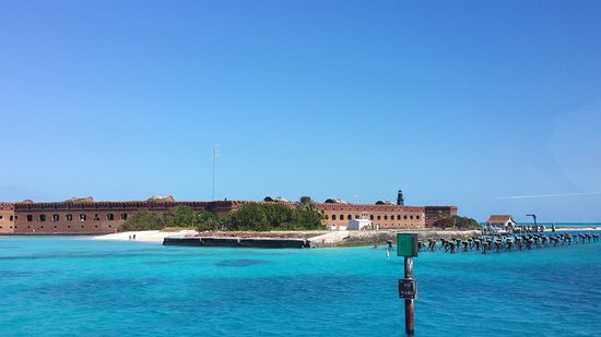 Dry Tortugas National Park, FL: Arriving at the Fort! Can't wait to explore. Water is so clear, great for snorkeling, swimming!