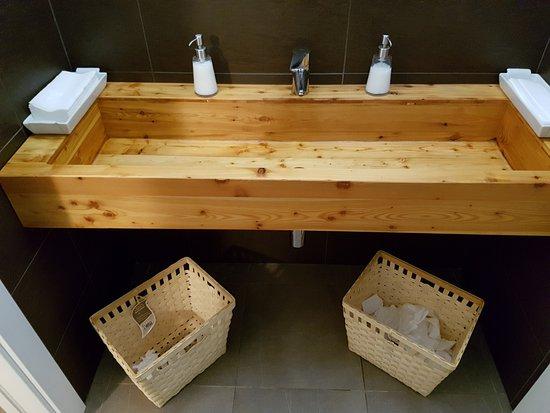 Caldonazzo, Italy: Bagno del locale, molto curato e pulito