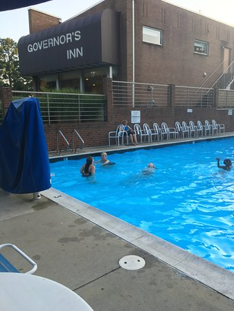 Governor's Inn - Colonial Williamsburg: Outdoor pool is located near the office.