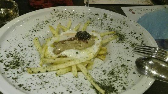 Alhaurin de la Torre, Spanje: Estupendos huevos con foie  Pd: No está cerrado.