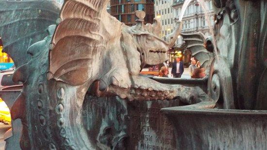 Radhuspladsen: Dragon Fountain