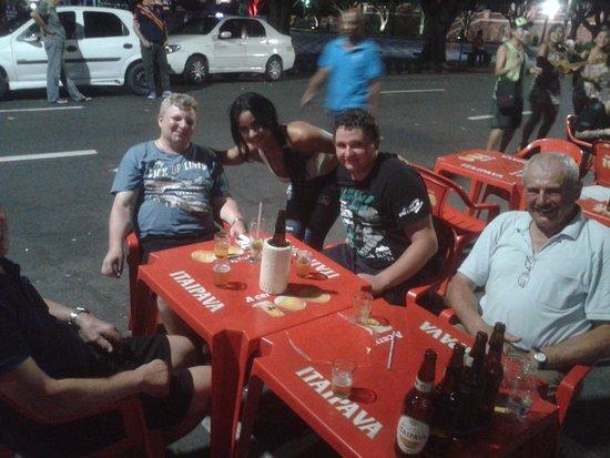 Bar Do Armando: Gemütlicher ausklang eines tollen Tages! Cerveja e Caipirinha final do dia, Perfeito