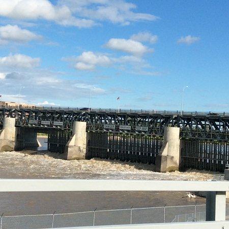St Andrew's Lock and Dam : Dam curtains