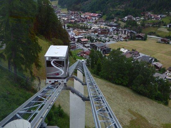 Alpengasthof Grüner: Shuttlebahn vom Zentrum Sölden nach Innerwald, Blick auf Sölden