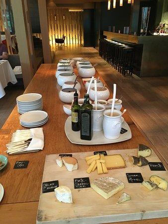 Parkhotel Bellevue: ディナーのサラダビュッフェとチーズビュッフェ