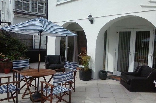 Deganwy, UK: Patio and garden