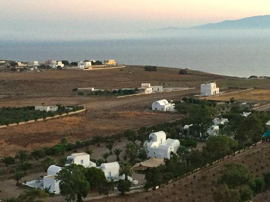 Pelagos Hotel-Oia: View of hotel and farm at sunrise