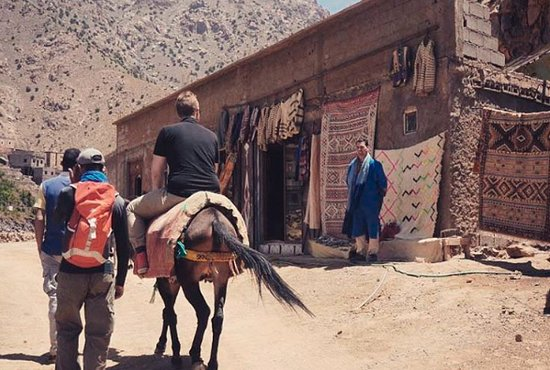 Imlil, Maroko: the rug store that we stopped at, where I bought some rugs, scarf and a blanket.