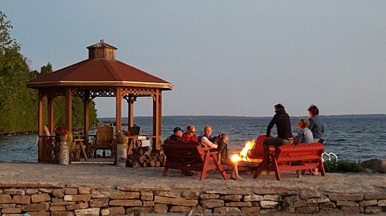 Manitoulin Island, Canadá: Waterfront including campfire area