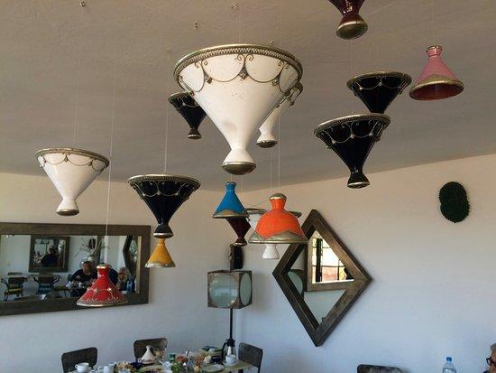 رياض لاروزا: Decorations in restaurant