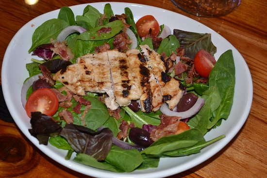 Winterville, NC: Spinach Salad with Grilled Chicken