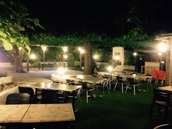 Merignac, Prancis: Un petit bo boon en terrasse?