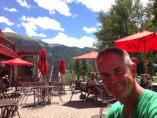Copper Mountain, Κολοράντο: Great outdoor dining at JJ's Rocky Mountain Tavern