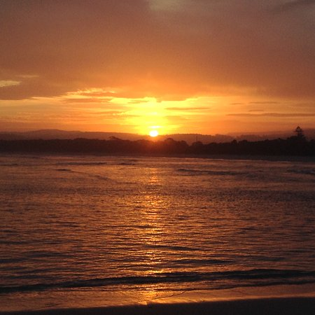 Merimbula, Australia: Sunset at Bar Beach after swim and B.B.Q. Very close to town the end of lake into the ocean