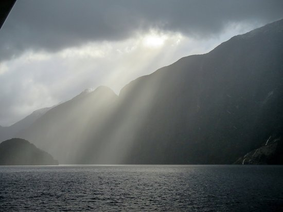 Manapouri, Nueva Zelanda: It rained almost constantly but that did not take away from the experience.