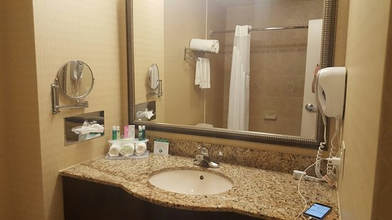 Holiday Inn Express Hotel & Suites Allentown - Dorney Park Area: Bathroom with nice tiles
