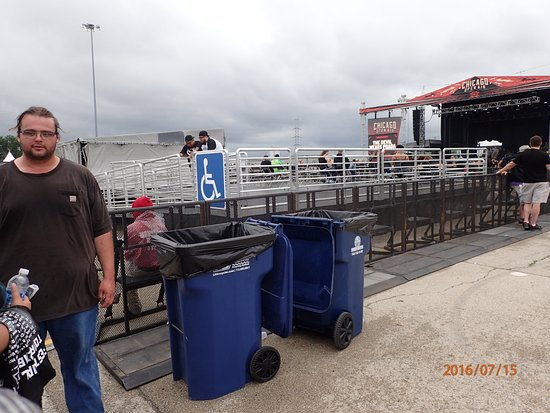 Bridgeview, IL: Handicapped viewing area of second stage, outside the arena.