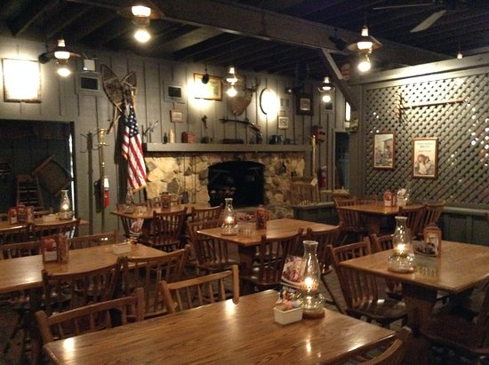 Cracker Barrel: Inside dining area... almost empty closing late.