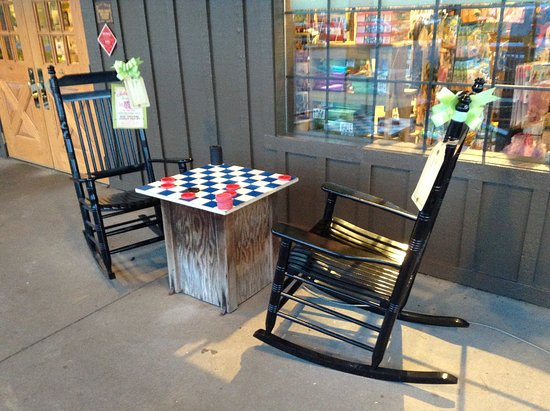 Monroe, MI: Checkers in rocking chairs.