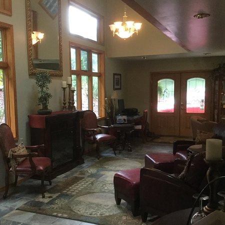 Pearson's Pond Luxury Inn and Adventure Spa: Lobby