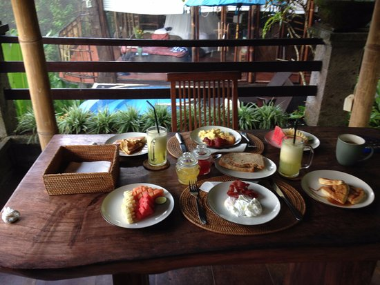 ‪‪Villa Awang Awang‬: Our daily breakfast in our private terrace‬