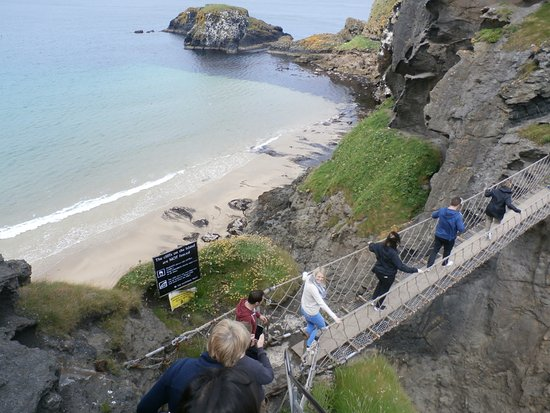 Ballintoy, UK: Outbound on the rope bridge