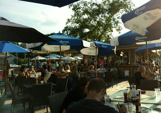 Wauconda, IL: Outside dining