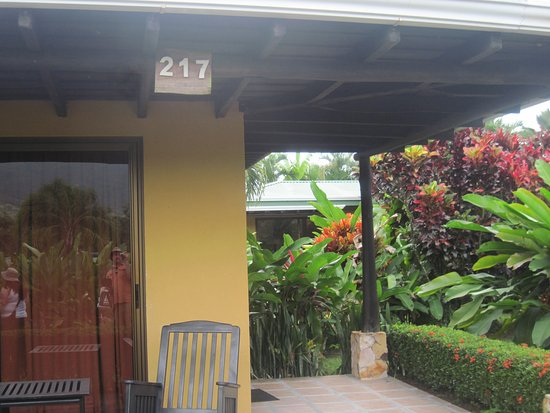 Arenal Manoa Hotel: The outside of our room