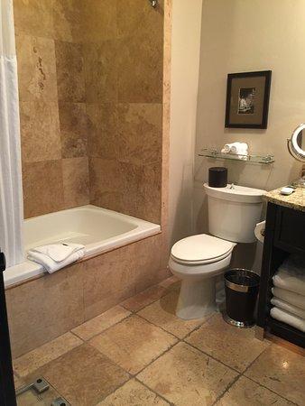 Waldorf Astoria Park City: bathroom with jet tub