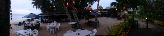 Castaway Resort: Pano, room 9 is on the right, second set of steps from wilsond bar.