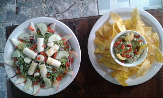 Cocles, Kostaryka: Palm Heart Salad and Guacamole with Chips