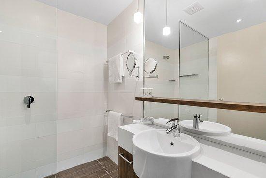 Taylors Lakes, Avustralya: Deluxe room bathroom