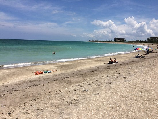 Fort Pierce, Floride : the curve in the beach and pretty colored water