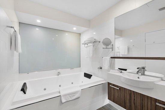 Taylors Lakes, Avustralya: Deluxe Queen bathroom