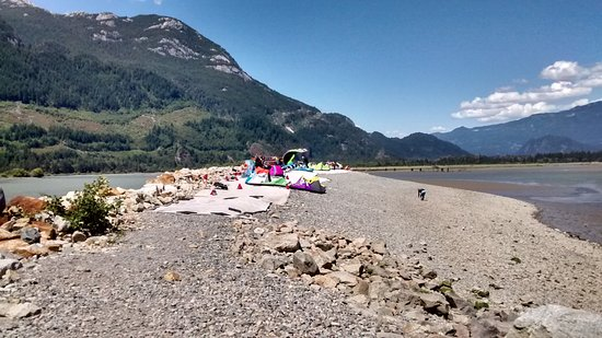 Squamish, Canadá: Kiteboarders at the spit
