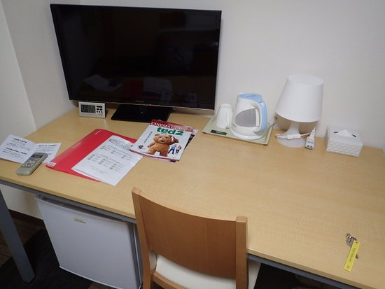 Shikokuchuo, Japonia: デスク、テレビ、ポット