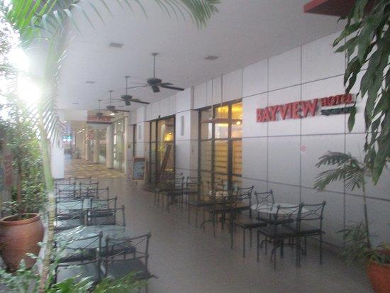 Bayview Hotel Singapore: Entrance