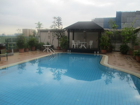 Bayview Hotel Singapore: Rooftop Pool