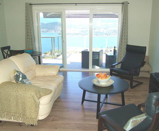 Naramata, Canadá: Suite has separate bedroom, living room and kitchenette