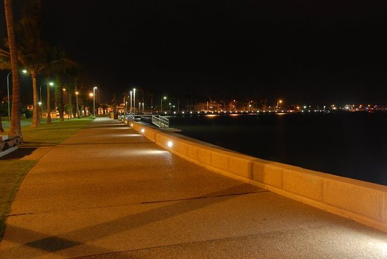 Carnarvon, Australia: Newly developed water front by night