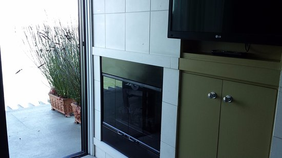 The Inn Above Tide: Fireplace