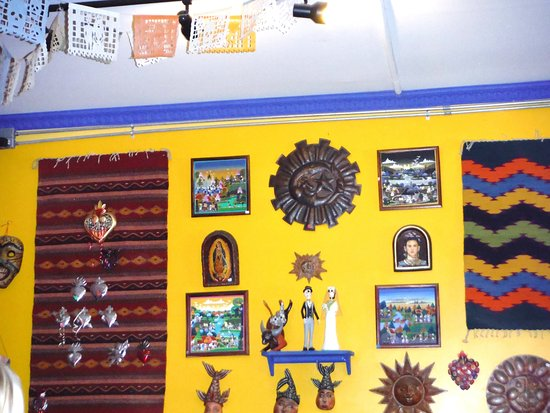 wall decor - Picture of Cholos Homestyle Mexican Restaurant, Haleiwa ...