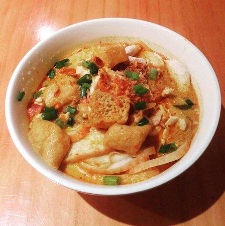 Parramatta, Australia: Chicken Laksa with tofu and thin rice noodles