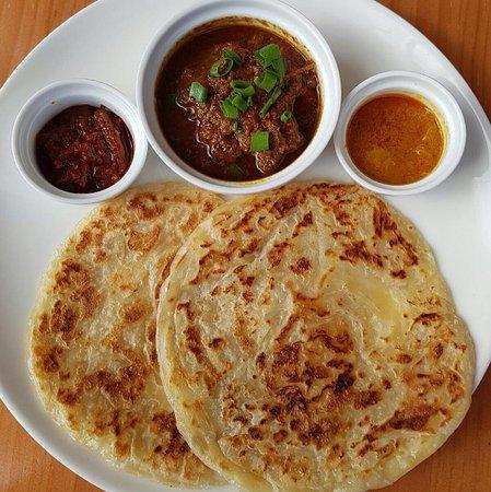 Parramatta, Australia: Roti Canai with beef rendeng