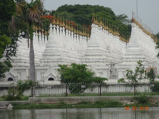 Kuthodaw Pagoda & the World's Largest Book : The stupas that hold the world's largest book.