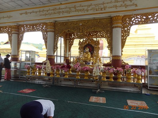 Kuthodaw Pagoda & the World's Largest Book : The altar for Buddha worshippers.
