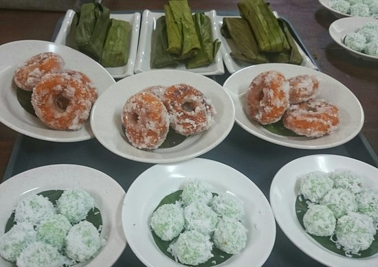 Negeri Sembilan, Malaysia: Local malay desserts available at Aunty Aini's